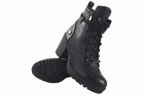 XTI BASIC 36699 schwarze Stiefeletten